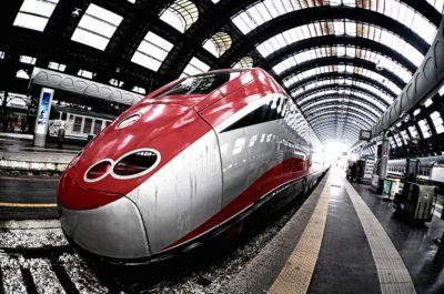 treno alta velocità in stazione