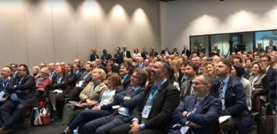 parteciapanti nella sala conferenza
